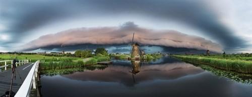 Ảnh đẹp ma mị về trận bão khổng lồ tại làng cối xay gió - 4