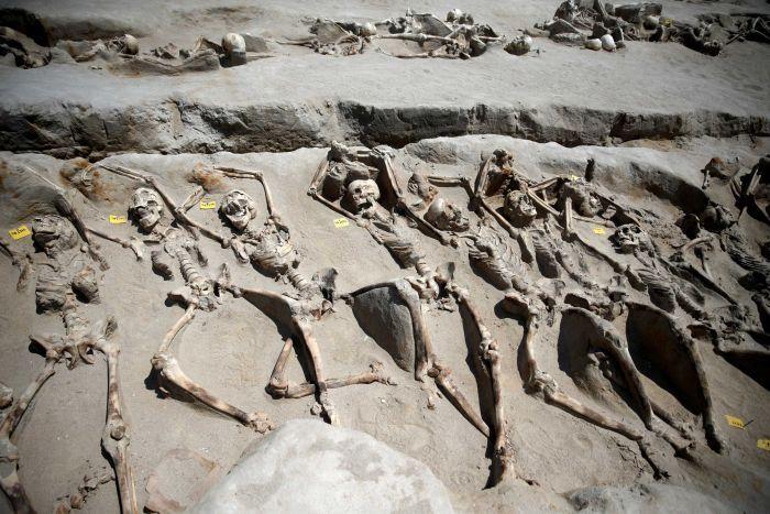 Bí ẩn 80 bộ xương người bị trói tay bằng xích ở Hy Lạp - 1