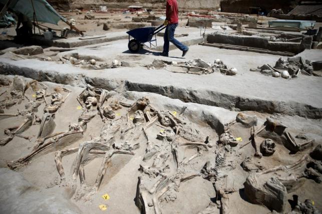 Bí ẩn 80 bộ xương người bị trói tay bằng xích ở Hy Lạp - 2
