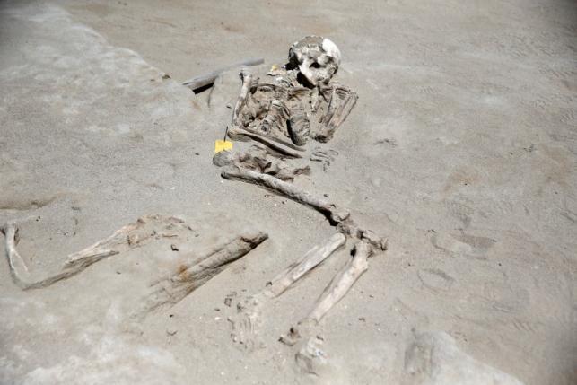 Bí ẩn 80 bộ xương người bị trói tay bằng xích ở Hy Lạp - 6