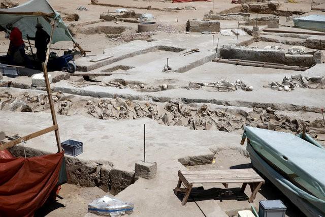 Bí ẩn 80 bộ xương người bị trói tay bằng xích ở Hy Lạp - 7