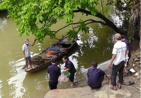 Xác người nổi trên sông có nhiều vết bầm ở ngực - 1