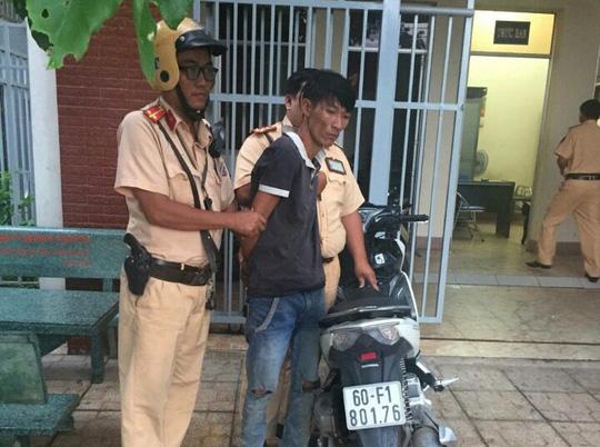 CSGT dầm mưa, truy đuổi hơn 100km bắt tên trộm xe máy - 2