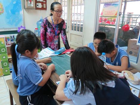 TP.HCM chỉ mới tuyển được 2/3 giáo viên tiểu học cho năm học mới - 1