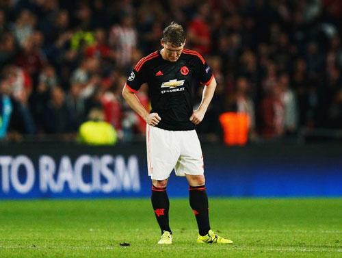 """""""Đày đọa"""" Schweinsteiger, Mourinho bị dọa nhốt vào tù - 1"""