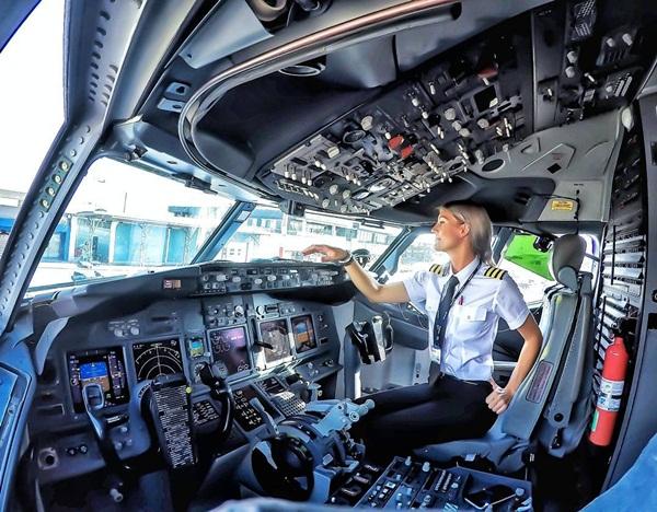 Nữ phi công xinh đẹp, quyến rũ nhất thế giới - 3