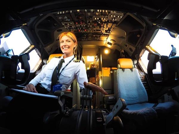 Nữ phi công xinh đẹp, quyến rũ nhất thế giới - 4