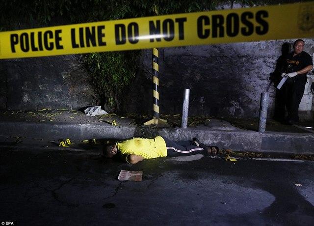 """Hơn 1 tháng, Philippines tiêu diệt 400 """"trùm ma túy"""" - 1"""