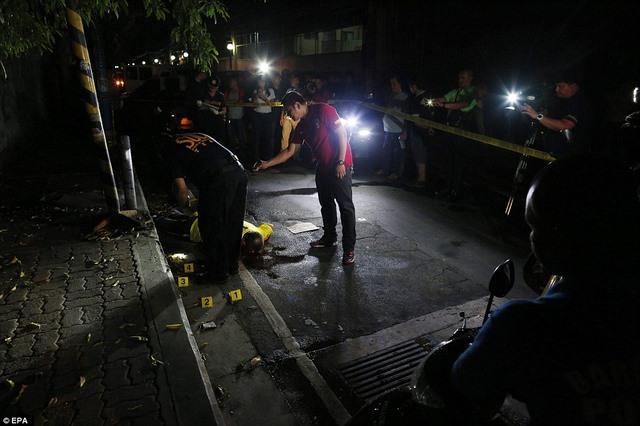 """Hơn 1 tháng, Philippines tiêu diệt 400 """"trùm ma túy"""" - 2"""