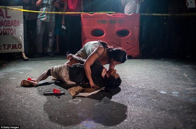 """Hơn 1 tháng, Philippines tiêu diệt 400 """"trùm ma túy"""" - 6"""