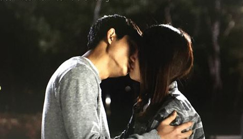 """Video: Nhã Phương """"cướp"""" nụ hôn đầu của mỹ nam xứ Hàn - 3"""
