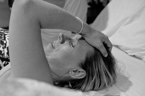 Cô gái ung thư quỳ gối trước ân nhân mang thai hộ - 2