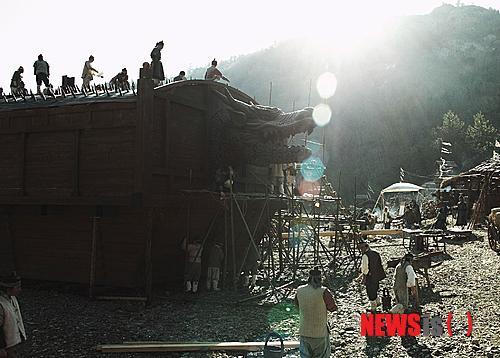 Trường quay của bộ phim hút 1/3 dân Hàn đổ xô đi xem - 11