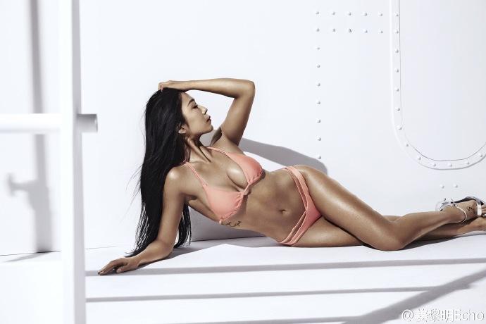 """""""Phát sốt"""" vì vẻ sexy của hoa hậu siêu vòng 3 TQ - 4"""