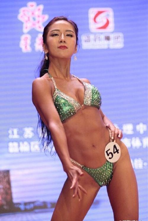 """""""Phát sốt"""" vì vẻ sexy của hoa hậu siêu vòng 3 TQ - 5"""