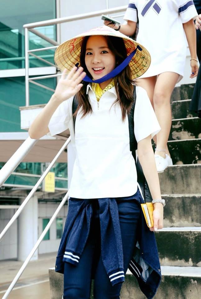 Fan Việt đội mưa đón cô gái xinh đẹp nhất nhóm 2NE1 - 5