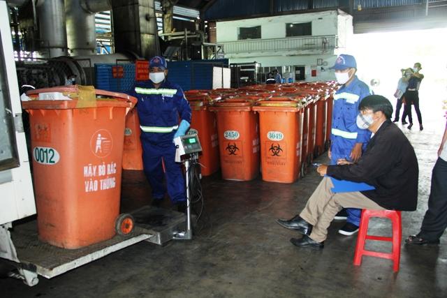 Người dân TP.HCM mục sở thị đại công trường xử lý rác - 2