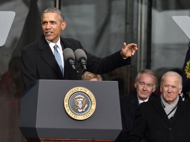 Ảnh: 7 năm làm tổng thống, Obama già đi thế nào? - 8