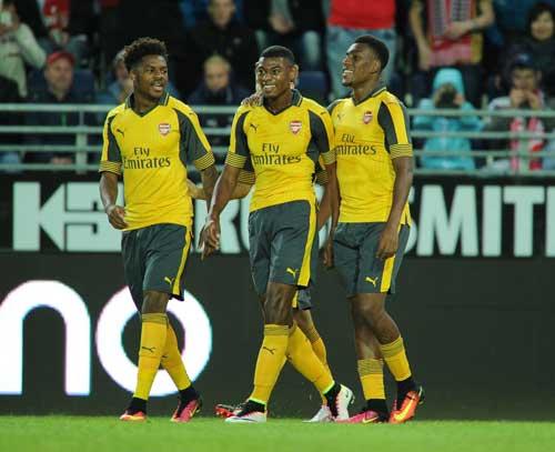 """Viking – Arsenal: Tha hồ """"nhả đạn"""" - 1"""