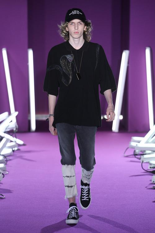 """Quần áo in """"tư thế yêu"""" gây xôn xao trên sàn catwalk - 7"""