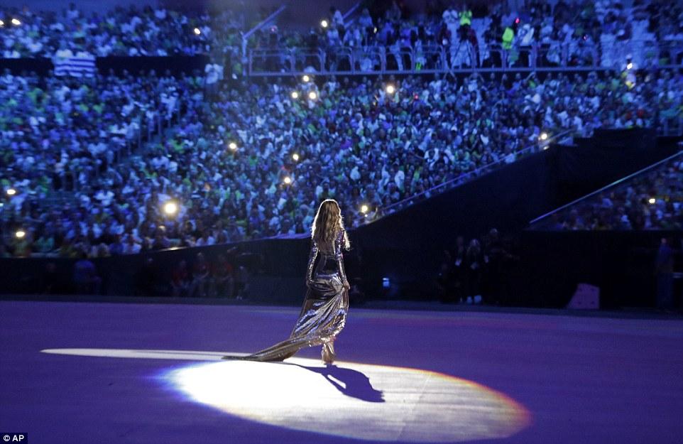 "Gisele Bundchen ""tỏa sáng"" nhất đêm khai mạc Olympic Rio - 3"