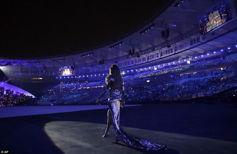 "Gisele Bundchen ""tỏa sáng"" nhất đêm khai mạc Olympic Rio - 4"