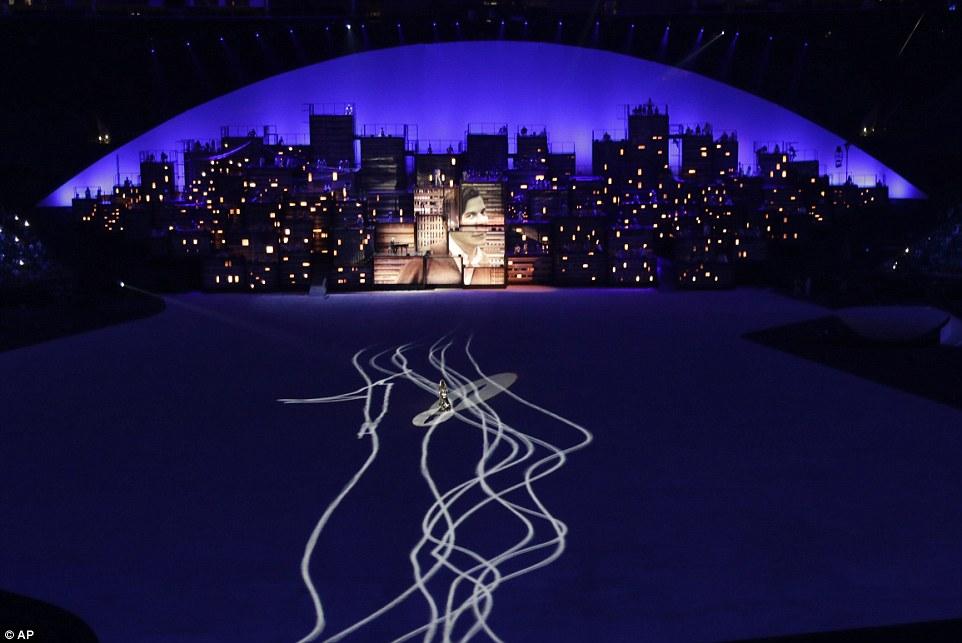 "Gisele Bundchen ""tỏa sáng"" nhất đêm khai mạc Olympic Rio - 7"