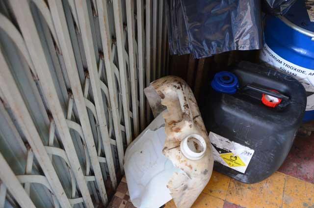 """TPHCM: Nổ hóa chất sát chợ """"thần chết"""", 4 người bị bỏng - 2"""