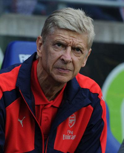 Chưa mua được tiền đạo, Wenger nói không thiếu tiền - 1