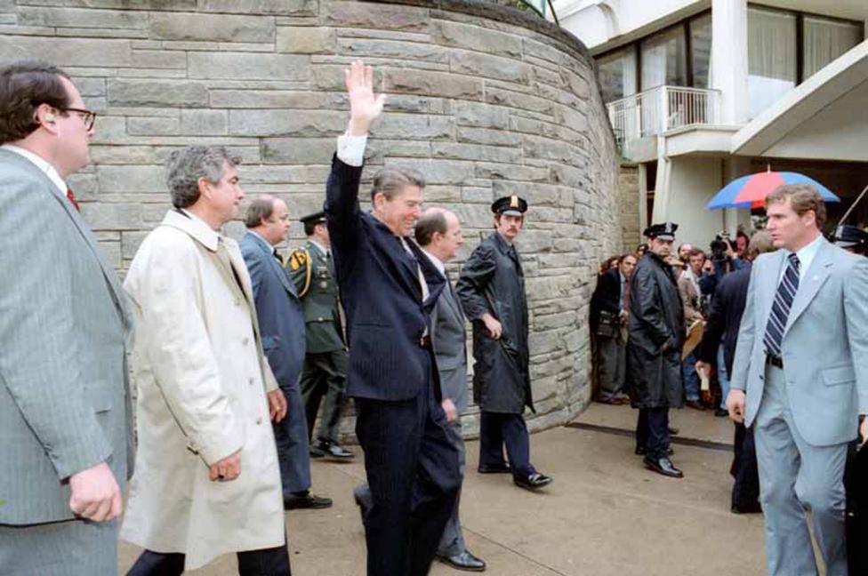 Ảnh hiếm: Toàn cảnh vụ ám sát Tổng thống Mỹ Reagan - 3