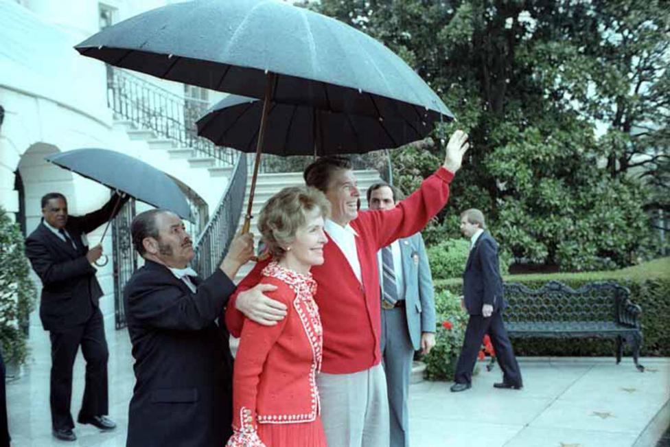 Ảnh hiếm: Toàn cảnh vụ ám sát Tổng thống Mỹ Reagan - 13