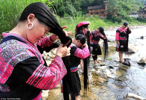 Bên trong ngôi làng phụ nữ chỉ cắt tóc một lần trong đời - 1