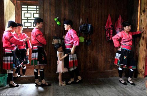 Bên trong ngôi làng phụ nữ chỉ cắt tóc một lần trong đời - 9