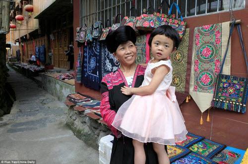 Bên trong ngôi làng phụ nữ chỉ cắt tóc một lần trong đời - 10
