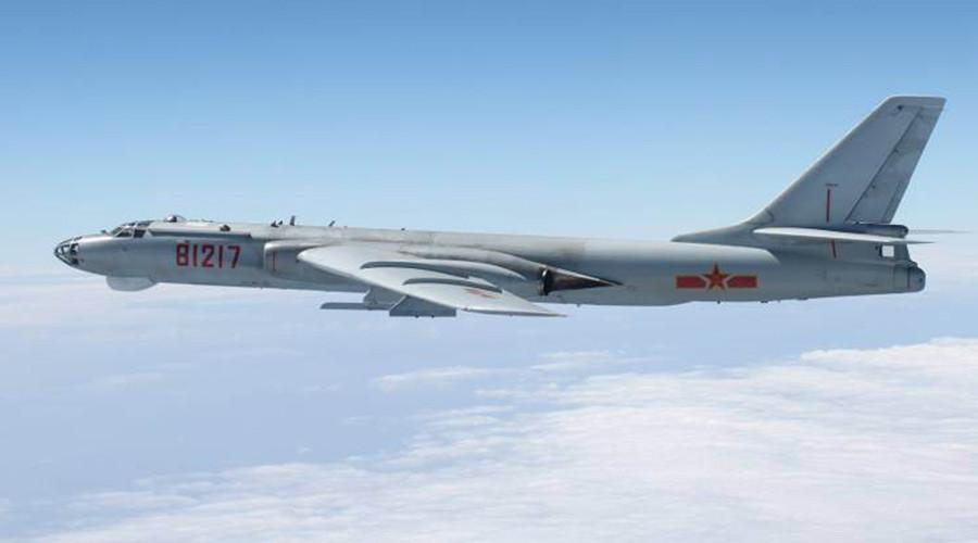 TQ ngang nhiên đưa máy bay ném bom tuần tra Biển Đông - 1