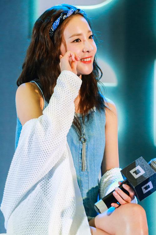 Hàng ngàn fan Việt phát cuồng vì cô nàng đẹp nhất 2NE1 - 3