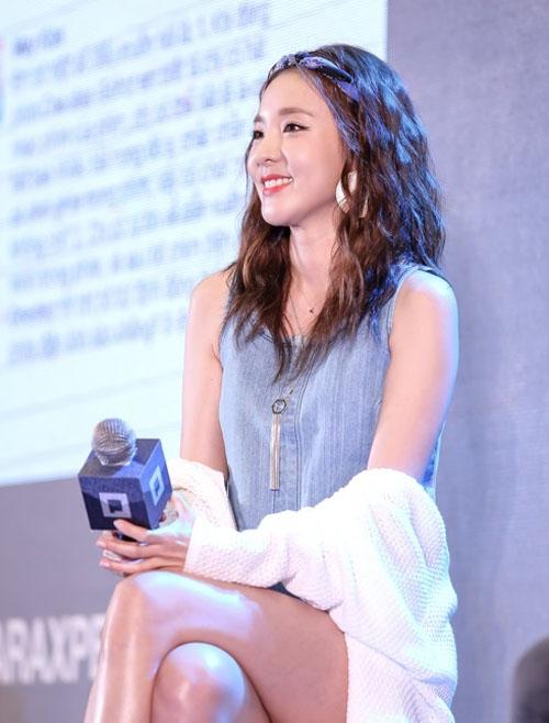 Hàng ngàn fan Việt phát cuồng vì cô nàng đẹp nhất 2NE1 - 5