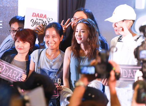 Hàng ngàn fan Việt phát cuồng vì cô nàng đẹp nhất 2NE1 - 7