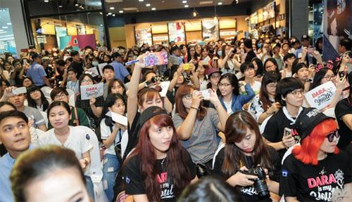 Hàng ngàn fan Việt phát cuồng vì cô nàng đẹp nhất 2NE1 - 9