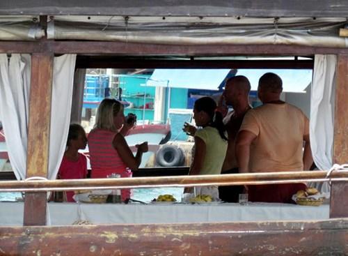 Khánh Hòa: Tàu du lịch bị đâm chìm ngay tại cảng - 7