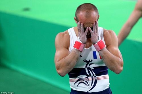 Cận cảnh cú nhảy khiến VĐV Pháp gãy gập chân tại Olympic - 11