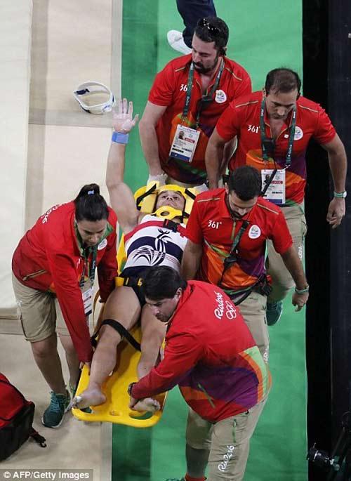 Cận cảnh cú nhảy khiến VĐV Pháp gãy gập chân tại Olympic - 7