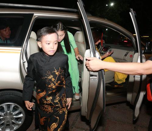Hồ Văn Cường bị khán giả Thủ đô quây kín - 1