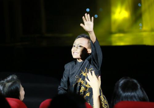 Hồ Văn Cường bị khán giả Thủ đô quây kín - 5