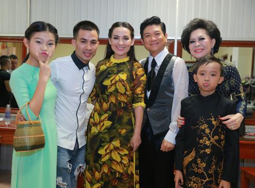 Hồ Văn Cường bị khán giả Thủ đô quây kín - 9