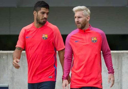 """Vướng scandal, Messi và Suarez bị UEFA """"ngó lơ"""" - 1"""