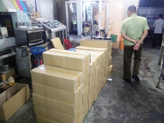 Bộ CA đột kích xưởng sản xuất dĩa lậu lớn nhất Sài Gòn - 3