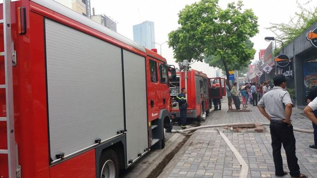 Hà Nội: Cháy lớn ở nhà hàng bia Vuvuzela - 1