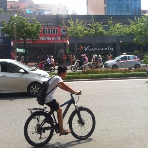 Hà Nội: Cháy lớn ở nhà hàng bia Vuvuzela - 2