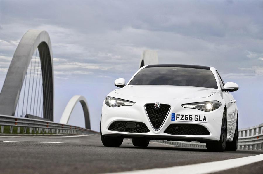 Alfa Romeo Giulia 2017 đã có giá bán - 3